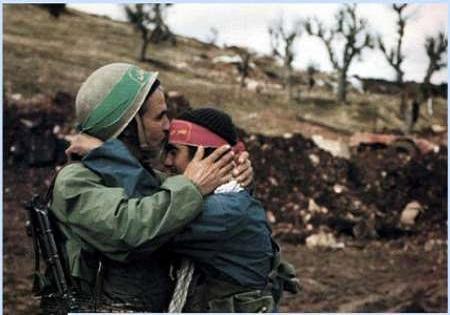 تجلیل از خانواده شهدای دانشآموز/ نواختن زنگ دانشآموز شهید در بهشت زهرا