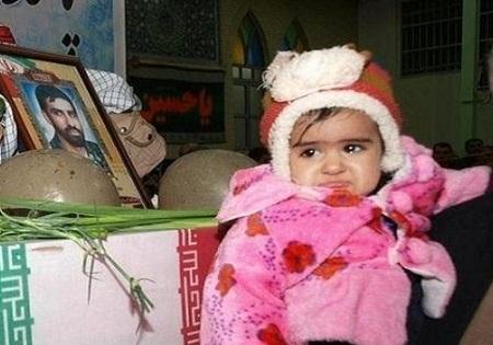 عکس / فرزند خردسالِ شهید مدافع حرم