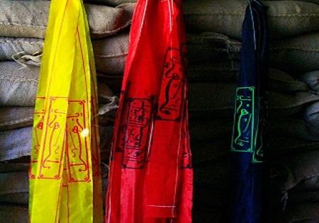 طراحی لباس ایرانی با نشانهای دفاع مقدس