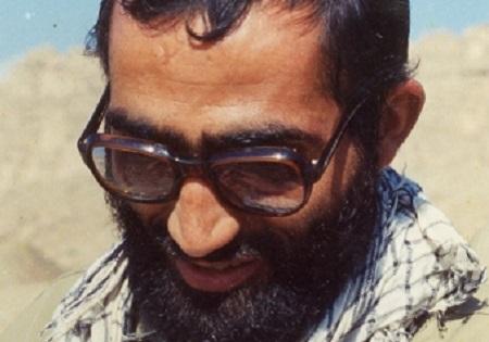 تامل رهبری بر عکس شهیدی که با حضرت زهرا(س) ارتباط داشت