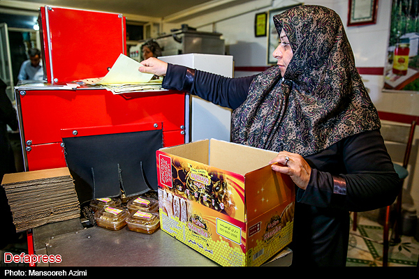 بسته بندی در منزل در استان یزد تصاویر/ کارگاه بسته بندی عسل