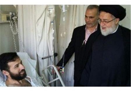 حجت الاسلام شهیدی  از جانبازان مدافع حرم در لبنان عیادت کرد