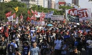 Tens of Thousands March in Argentina against Macri's Austerity