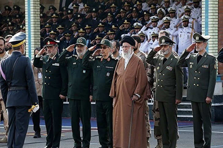 Ayatollah Khamenei Urges Countering Plots to Foment Insecurity in Iraq, Lebanon