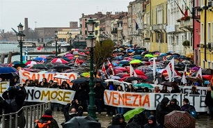 Venetians Protest over Flooding, Cruise Ships