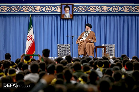 Leader receives students in Tehran ahead of US embassy takeover anniv.