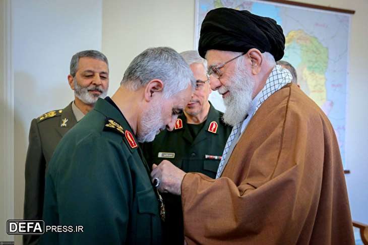Leader gives Iran's highest military order to General Soleimani