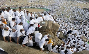 Muslims Gather at Mount Arafat to Prepare for Final Stages of Hajj