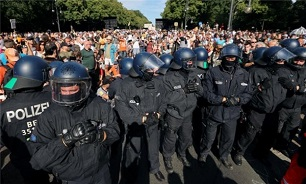 45 Officers Injured at Berlin Rally Against Coronavirus Curbs