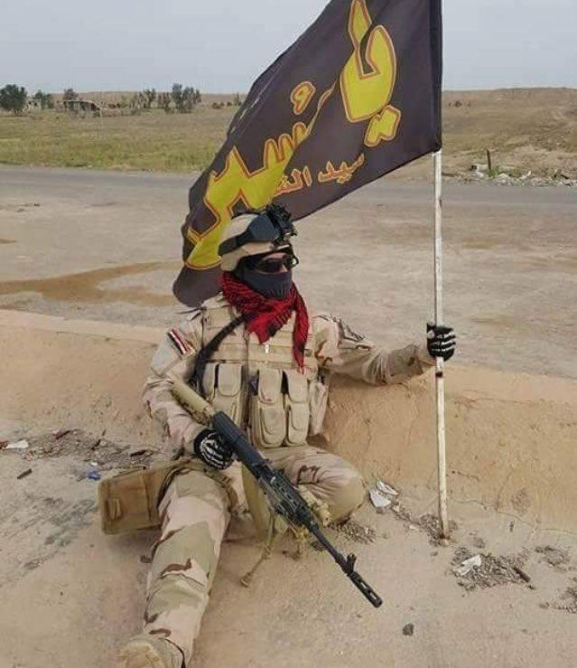عکس/ پرچم رزمنده عراقی در نبرد با داعشیان