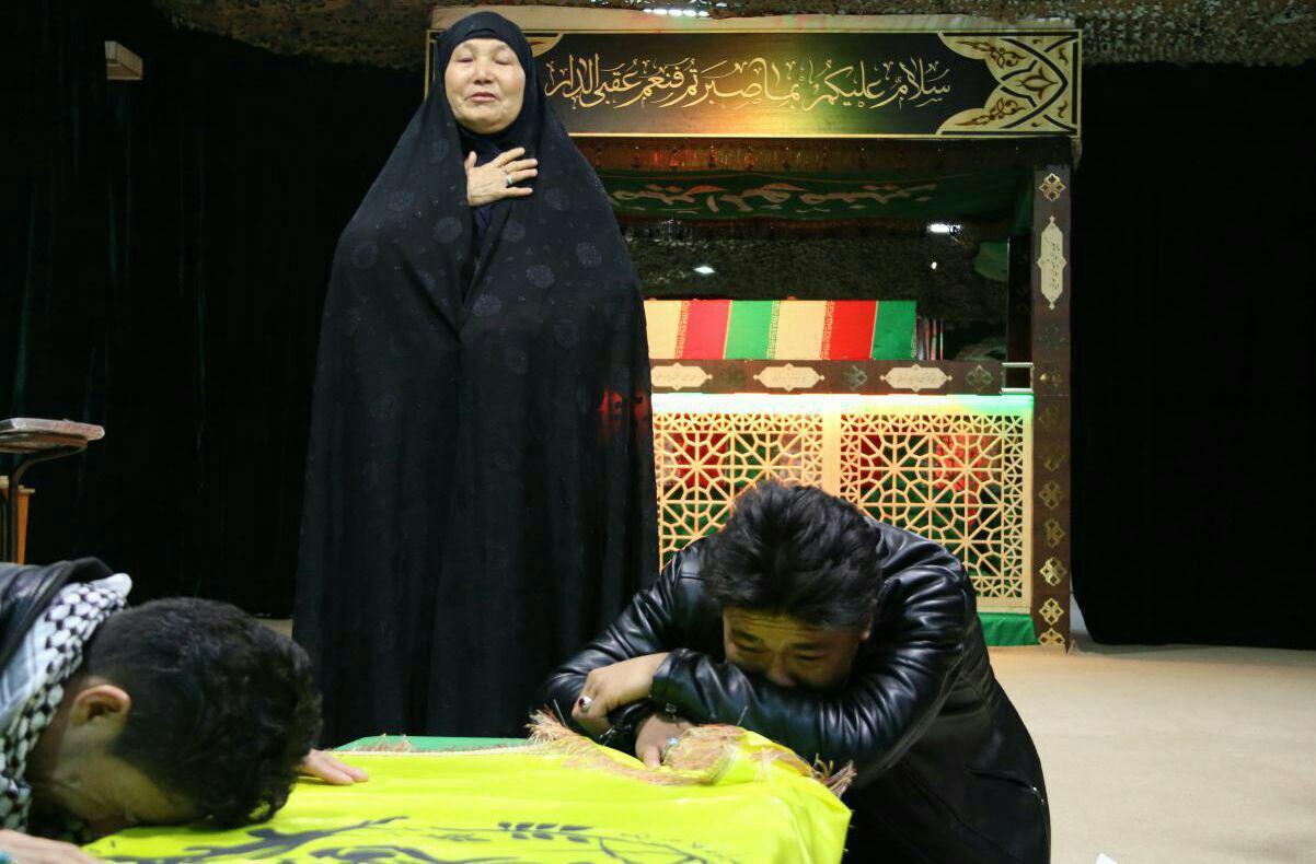 پایان یک سال چشم انتظاری مادر شهید افغانستانی+تصویر