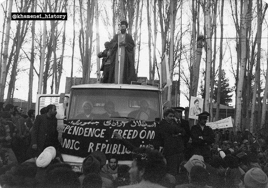 عکس/  آیت الله خامنه ای در جریان تظاهرات علیه رژیم پهلوی