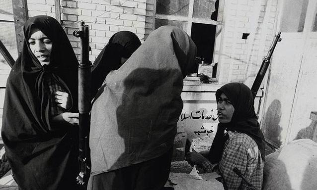 زنان صبور یزدی در دفاع مقدس سنگ تمام گذاشتند