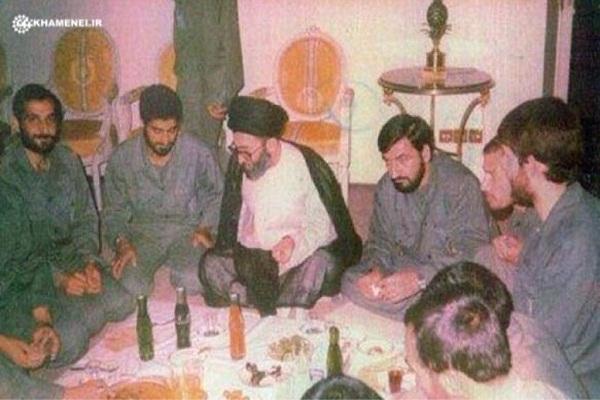 عکس/ سردار سليمانی و شهید مهدی باکری در کنار رهبر انقلاب
