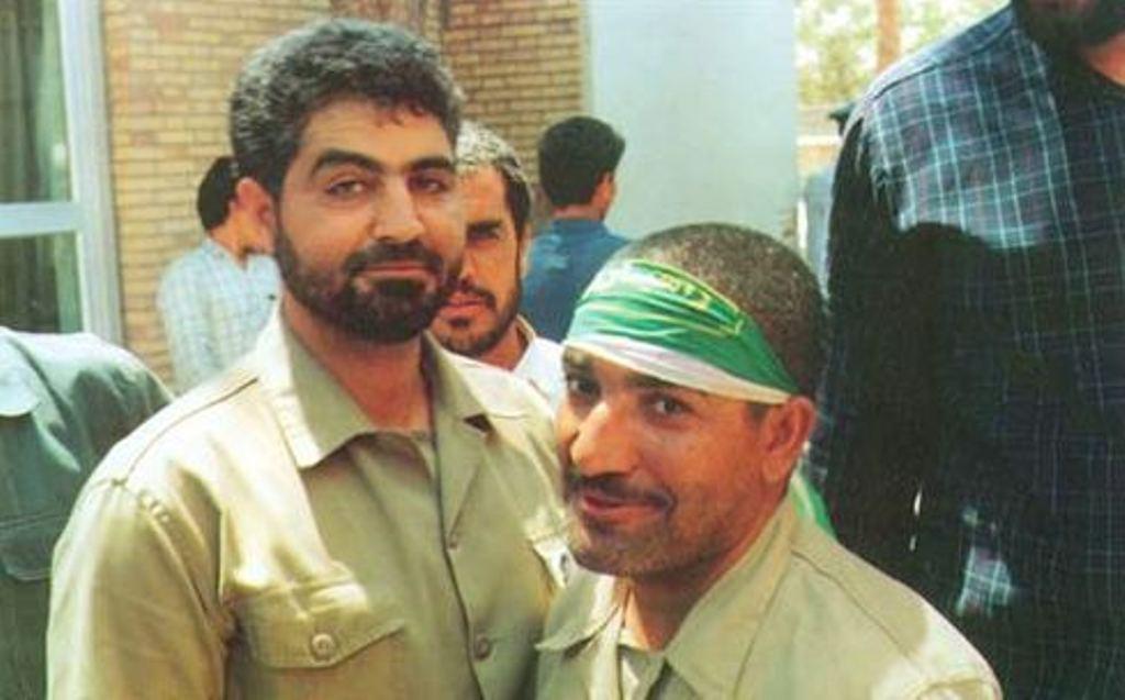 آزاده شهید «محمد شهسواری» در کنار فرمانده اش «حاج قاسم سلیمانی»+ عکس