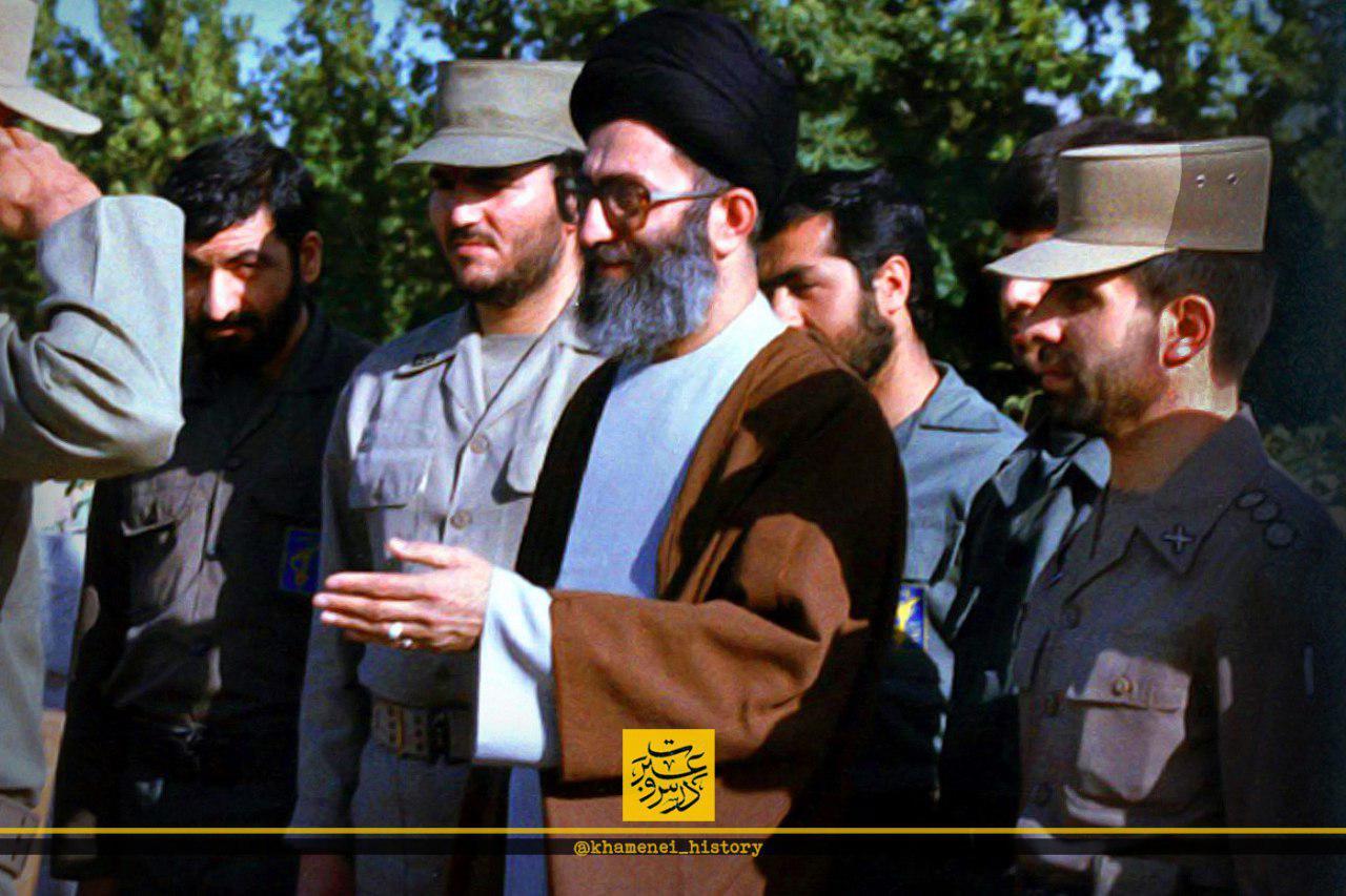 عکس/ رهبرانقلاب در کنار شهید صیاد و سردار محسن رضایی