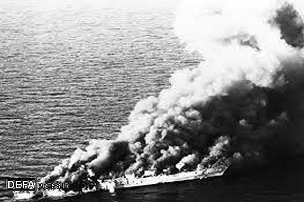 لحظه به لحظه نبرد نابرابر ناوشکن سهند با ناوگان پنجم نیروی دریایی آمریکا/ سردادن شعار «مرگ بر آمریکا» توسط پرسنل ناوشکن سهند در لحظه دفاع