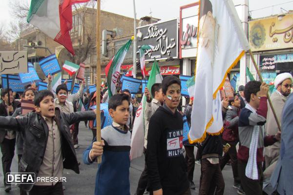 اعلام انزجار مردم «یزد» از اقدامات آشوبگران/ گرمی حضور، سردی هوا را مأیوس کرد