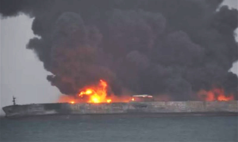 تکاوران نیروی دریایی ارتش در تکاپوی ورود به نفتکش سانچی