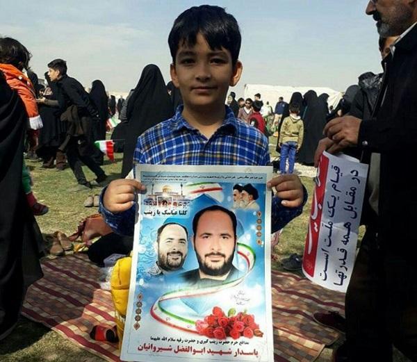 فرزندان شهدای مدافع حرم در راهپیمایی 22 بهمن+ تصاویر
