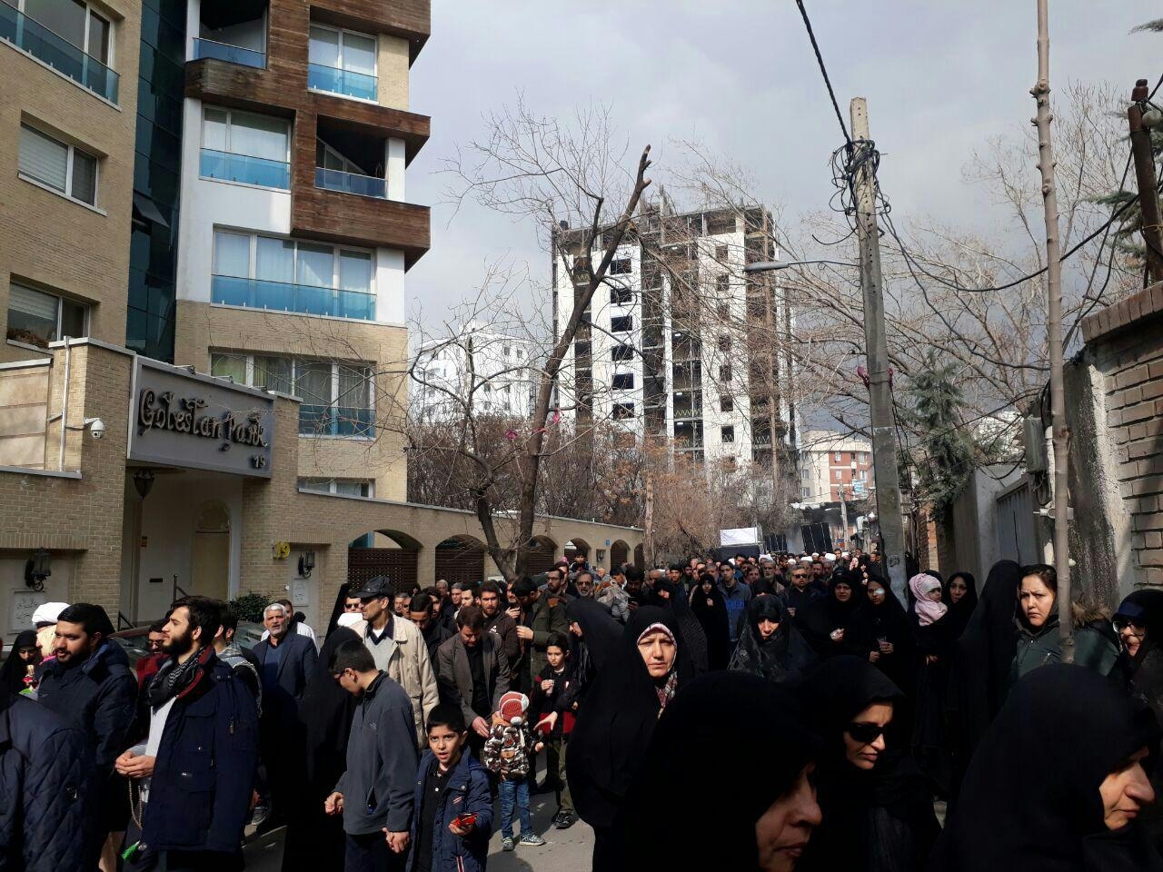 وداع جانسوز تهرانیها با لالههای گمنام دفاع مقدس+ تصاویر