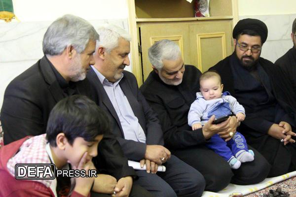 تصاویر/ حضور سرلشکر «قاسم سلیمانی» در منزل شهید «غلامرضا لنگریزاده»