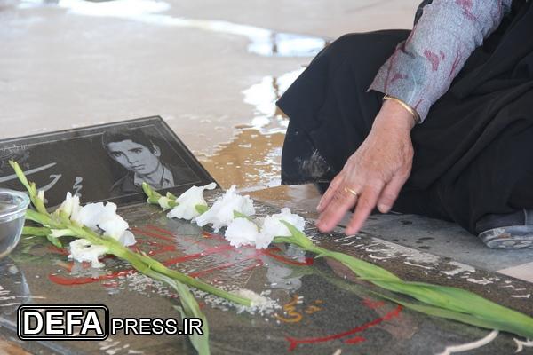 ///// نوروز////// عید نوروز به سبک شهادت/ بوسه پدر بر خاک فرزند شهیدش