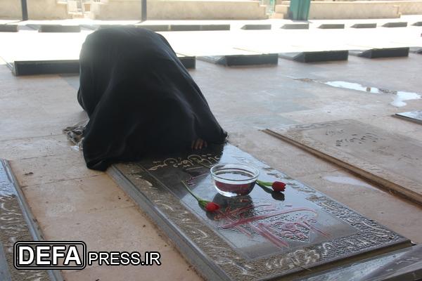 سفره عید نوروز با شهداء/ عکس یادگاری با دایی شهیدم