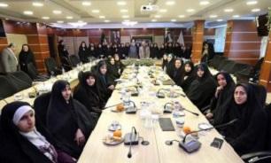 تجلیل از دختران شاهد و ایثارگر در روز جوان
