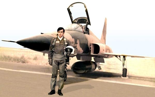 آموختن رسم پرواز با نشان خلبانی شهید اقبالی