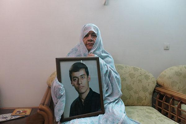 شهیدی که حجله شهدا را میساخت/ گلدانی که از شهید برای مادرش به یادگار ماند