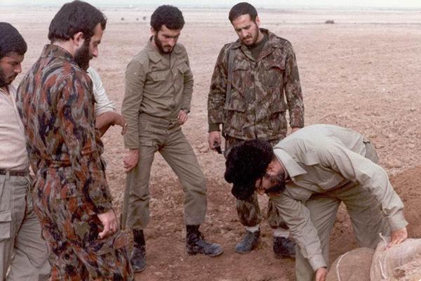 //دوشنبه 5 تیر منتشر شود// روایتی از یار شهید چمران که گمنام مانده است