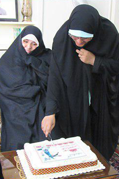 برپایی جشن تولد شهید «عباس شریعتمنش» در کنار اعضای خانواده