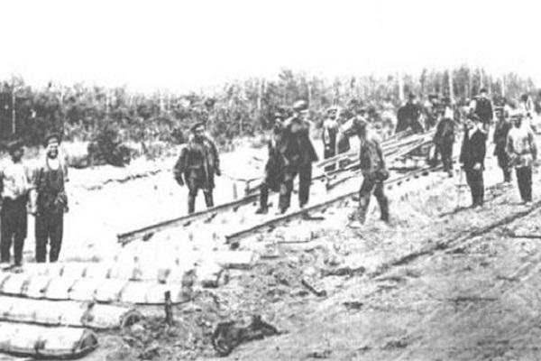 چرا مسیر راه آهن در دوران رضا شاه آنگونه انتخاب شد؟/ آیا خدمت بود یا خیانت؟