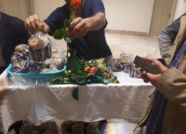 اهدای 100 شاخه گل به جانبازان فاطمیون و زینبیون اهدا شد+ تصاویر