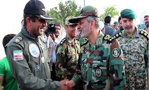 بازدید فرمانده کل ارتش از نمایشگاه تخصصی هوانیروز در دهلاویه