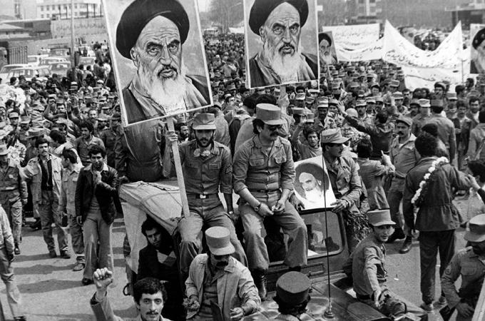 ۲۱ بهمن ۱۳۵۷؛ از فروپاشی حکومت پهلوی تا پیروزی ملت در ۲۲ بهمن