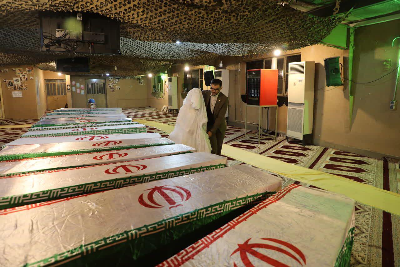 زیارت زائران راهیان نور از 115 شهید تازه تفحص شده در معراج شهدای اهواز