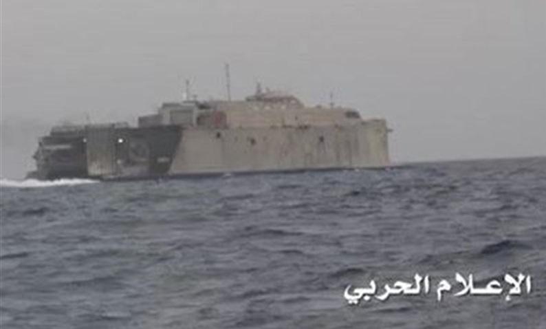 انهدام ناوچه اماراتی در سواحل بندر حدیده/ نیروی دریایی یمن: ضرباتی ویرانگر به شناورهای متخاصم وارد میکنیم