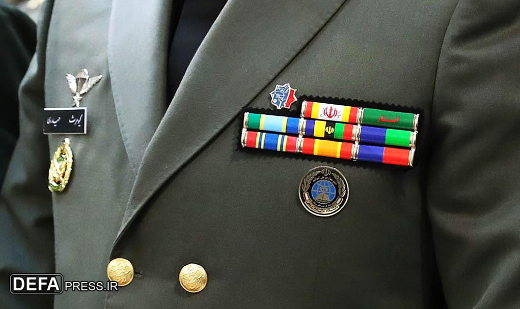 نشان «جانبازی» بر سینه فرمانده نیروی زمینی ارتش