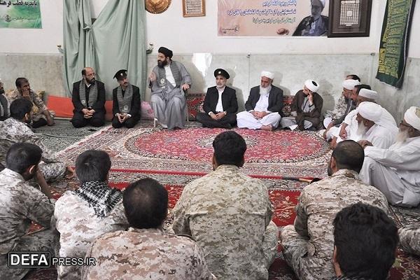 دشمن از تفرقه میان مسلمانان سود میبرد
