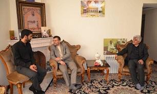 دیدار مدیرکل بنیادشهید تهران با خانوادههای دو شهید منا