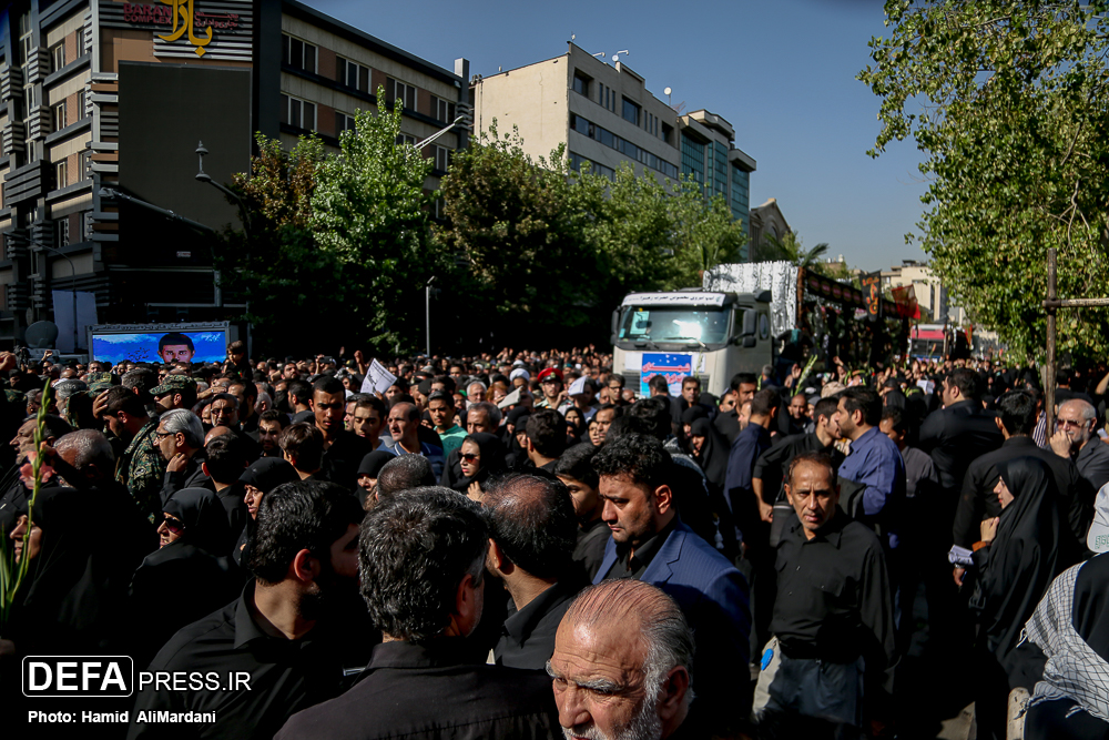 بدرقه ۱۳۵ شهید به روایت خبرنگاران دفاع پرس/ باید سیلی دیگری به گوش استکبار بزنیم/ دوری از شهدا زنگ خطر است