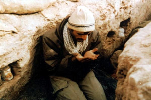 جلوههایی از عبودیت در جبهه+ عکس