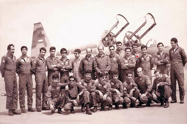 هفت بار حمله هوایی در یک روز به خاک دشمن/ بیش از ۱۷۰۰ ساعت پرواز آقای خلبان!