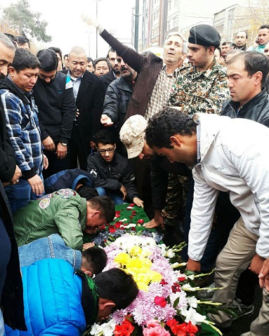 تشییع پیکر یک شهید فاطمیون در تهران+ تصاویر