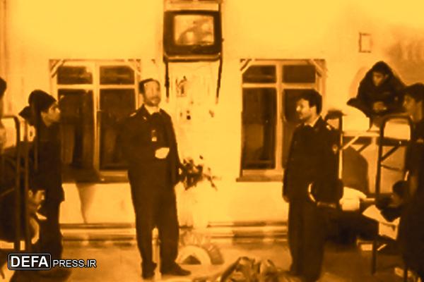 کارکنان نیروی هوایی در اتاق تلویزیون