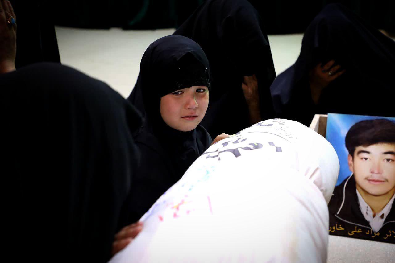وداع خانواده با پیکر شهید خاوری در معراج الشهدا+ تصاویر