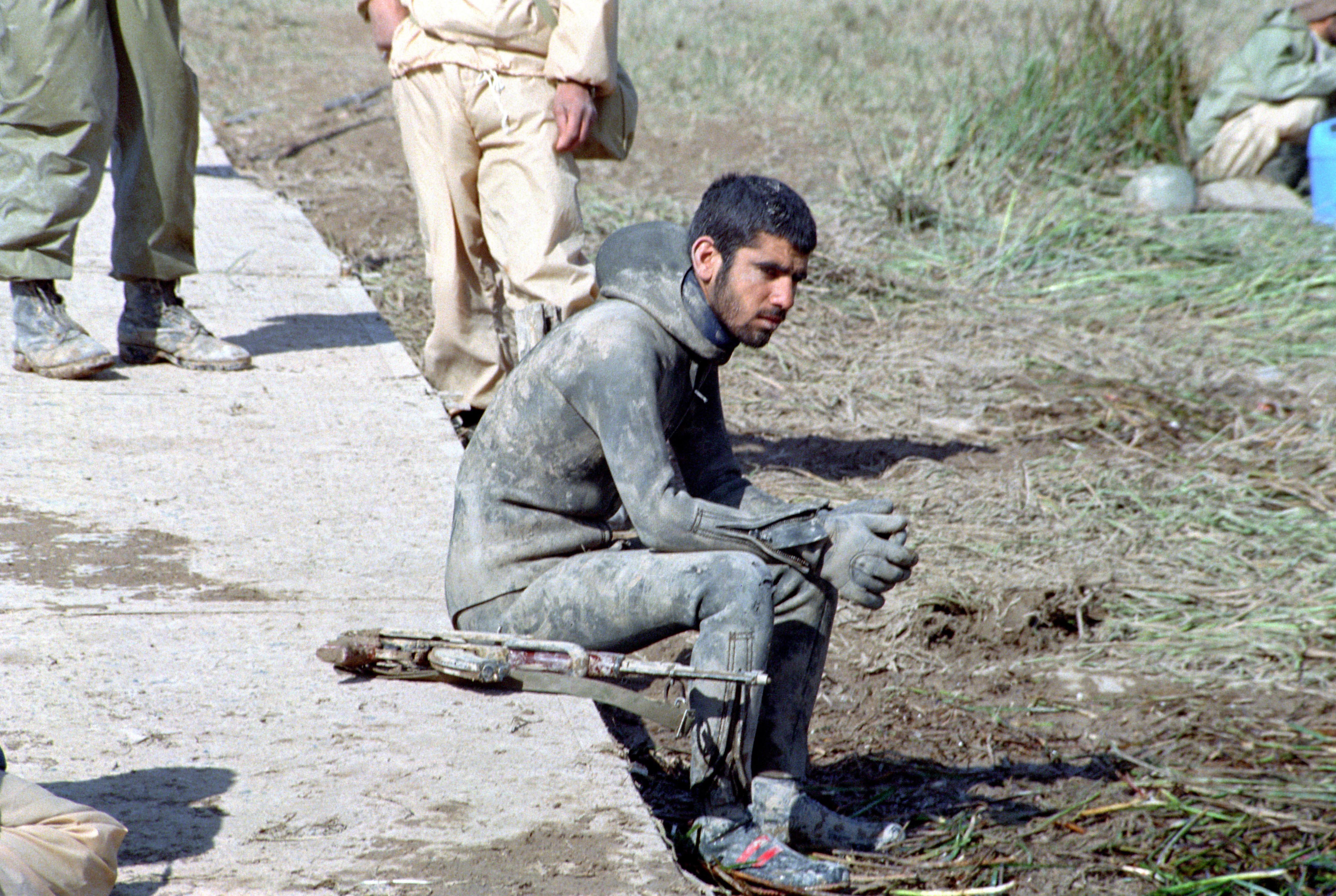 نیروهای بعثی جیب شهدا را خالی میکردند/ قطع بیسیم رزمندگان را سرگردان کرد