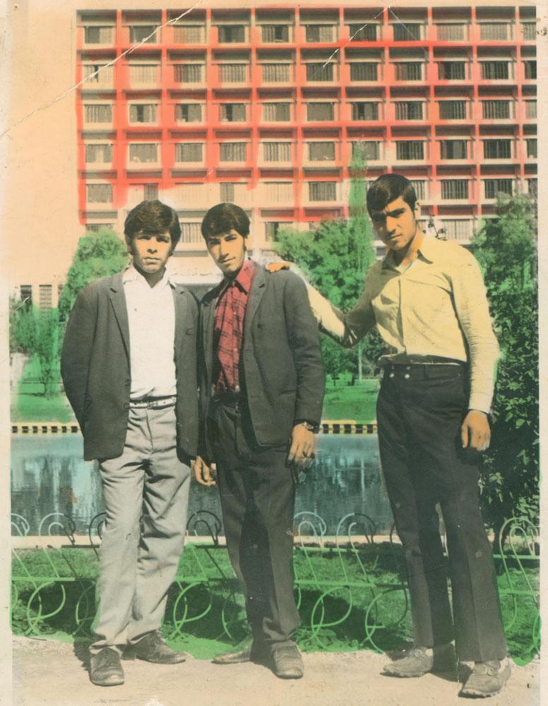تصویر بسیجی شهید منصور عباسی کیان با دوستان